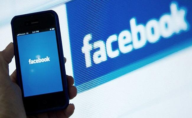 Facebook mobile users increases than desktop users for first time